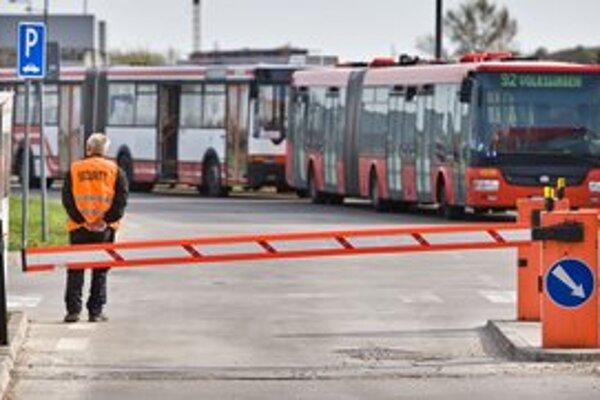 Dopravný podnik stanovil súťažné podmienky tak, že nimi prešla jediná esbéeska.