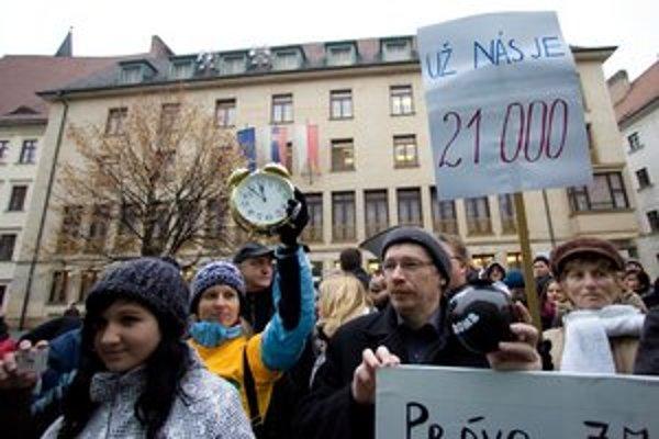 Tisícky Bratislavčanov sa podpísali pod petíciu proti výstavbe na Kráľovej hore, ktorú dnes využívajú na rekreáciu. Mesto preto rieši zámenu pozemkov.