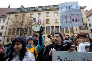 Petíciu za záchranu lúky podpísalo 21 tisíc ľudí.