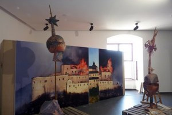 To,čo prežilo požiar na Krásnej Hôrke previezli do Bratislavy.