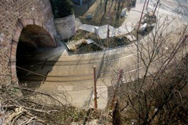 Tunel je neprístupný od 2.februára, kedy tu objavili prasklinu.