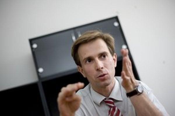 MICHAL DROTOVÁN (1981) je bývalý prednosta Obvodného úradu životného prostredia v Bratislave a poslanec SDKÚ-DS za Raču. V súčasnosti pracuje ako vedúci referátu životného prostredia na miestnom úrade Staré Mesto. Študoval politológiu, geografiu a prá
