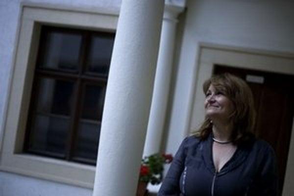 Ingrid Konrad, hlavná architektka mesta, študovala architektúru v Bratislave a  vo Viedni. Od roku 1991 má vlastnú projekčnú kanceláriu.  Popri ateliéri prednášala aj na univerzite vo Viedni na tému Architektúra a voľné priestranstvo. Projektovala aj