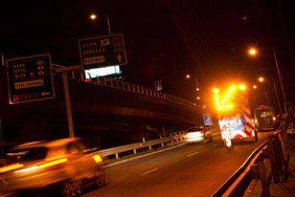 Nočné opravy na Prístavnom moste.