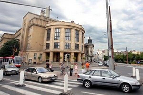Študovať na Univerzite Komenského chce stále viac študentov, ako môžu prijať.
