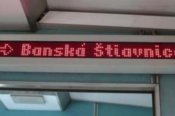 V konečnom návrhu cestovného poriadku sa o osobnom dopravnom spojení medzi Hronskou Dúbravou a Banskou Štiavnicou hovorí ako o pozastavenom.