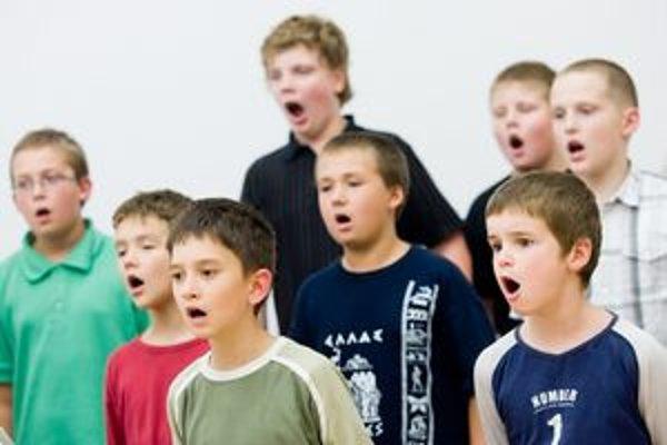 Z mnohých členov zboru vyrástli operní sólisti, či dirigenti.