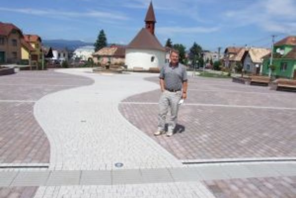 Zrekonštruované námestie. Nevábne územie v časti Ladomer sa zmenilo na miesto príjemného relaxu.