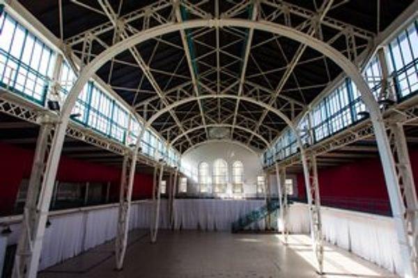 Tržnicu postavili v roku 1910, poslední nájomníci z nej dostali výpoveď v novembri 2008.