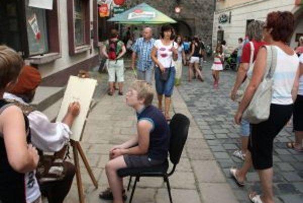 Najmä v lete Kremnicu vyhľadávajú turisti. Chýbajú im však verejné toalety, ktoré by boli v prevádzke aj cez víkendy. Práve vtedy sa totiž v meste koná väčšina podujatí.