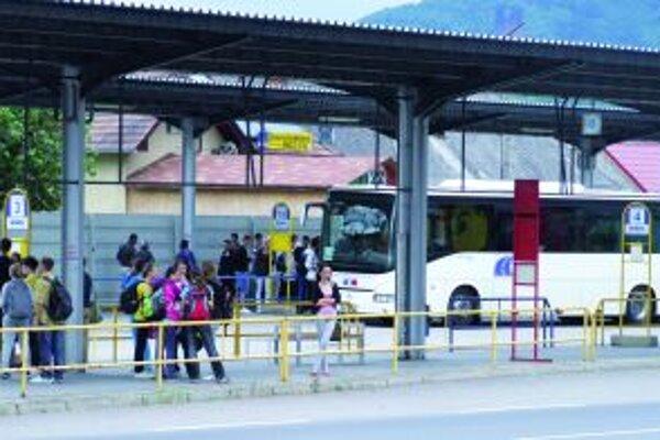 Žiarska autobusová stanica. Ročne ňou prechádzajú tisícky spojov.