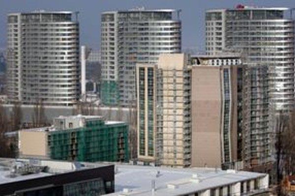 Hotel vedľa zimného štadióna so strechou podobnou heliportu nie je skolaudovaný.