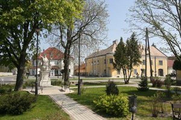 Námestie v maďarskej Rajke.