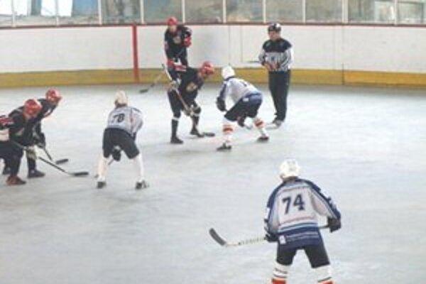 Hokejbalisti Sport Trend Žiar podľahli doma Vrútkam.