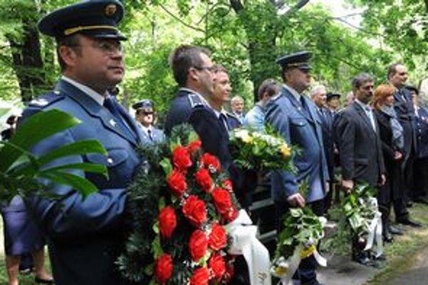 Dnes majú hasiči sviatok,Deň sv. Floriána.V Bratislave pri tejto príležitosti odhalili tabuľu zakladateľovi spolku dobrovoľných hasičov Ferdinandovi Martinengovi.