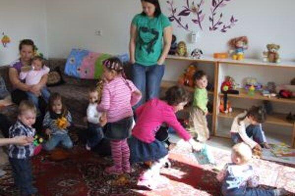 Žarnovické mamičky s deťmi čakali na túto chvíľu dlho. Otvorenie Rodinného centra Tekvička ich potešilo.