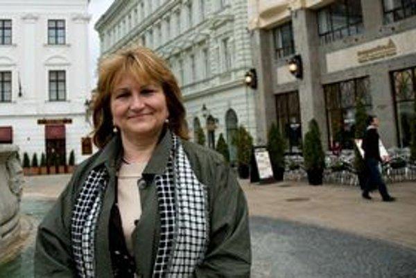 Spolupracovala na World Trade Center na viedenskom letisku Schwechat, projektovala aj pre Národnú banku Rakúska. Skúsenosti chce zúročiť v Bratislave.