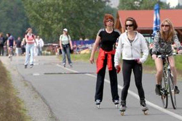 Hrádzu využívajú najmä cyklisti a korčuliari.