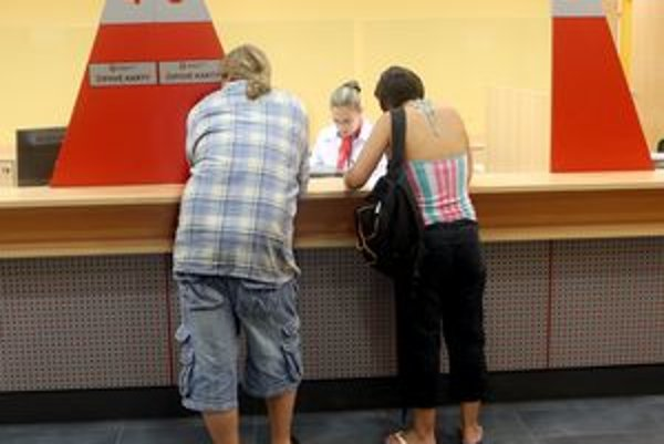 Mestskú kartu si ako električenku možno aktivovať v predajniach dopravného podniku.