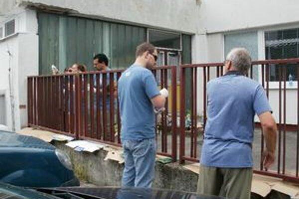 Dobrovoľníci upratovali škôlku na Strenčianskej