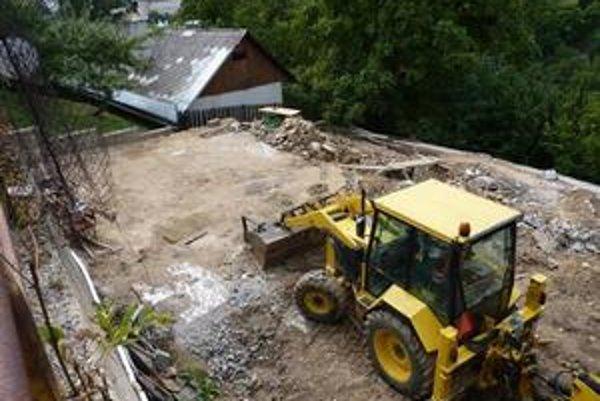 Banský dom zbúrali, hoci ho mali rekonštruovať. Zostala prázdna plocha.