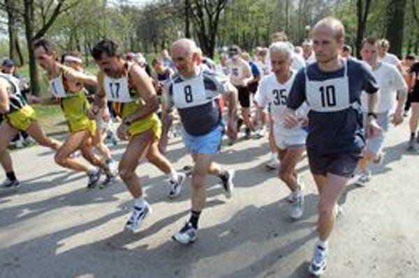 Bratislavčania bežecké súťaže obľubujú.