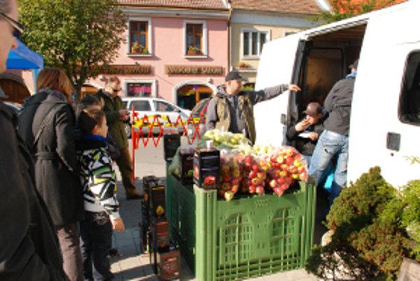 Jablkové hodovanie v Pezinku sa minulý rok vypredalo po troch hodinách.