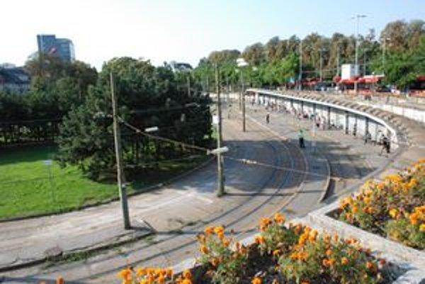 Mesto nechce, aby výluka električiek na Hlavnú stanicu trvala až do skončenia jej odkladanej rekonštrukcie.