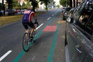 Poslanci vyčlenili 490-tisíc eur na cyklodopravu. Na obrázku nebezpečná cyklotrasa na Košickej, ktorú mesto otvárala tento rok.