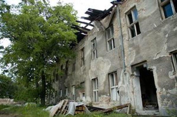 Tabakova továreň na Radlinského, onedlho sa presunie do zaniknutých pamätihodností, má sa búrať. Dnes sa rozpadáva.