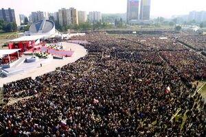 Pápež Ján Pavol II. celebroval omšu v Petržalke v septembri 2003.
