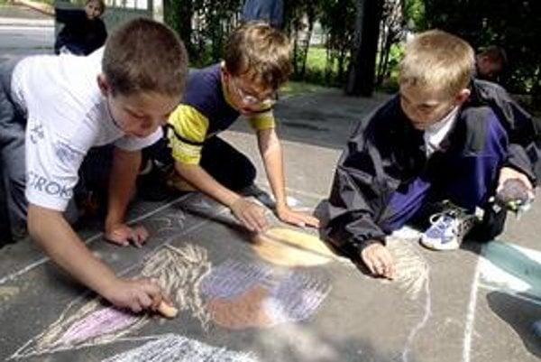 Mesto je zo zákona povinné  určiť výšku dotácie na prevádzku a mzdy na žiaka základnej umeleckej školy, poslucháča jazykovej školy, dieťa materskej školy a školského zariadenia na príslušný kalendárny rok všeobecne záväzným nariadením.
