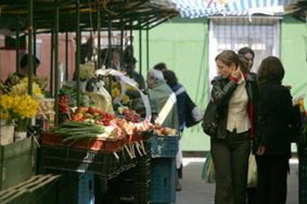 Trh na Žilinskej funguje od roku 1992 na súkromnom pozemku, je posledným klasickým miestom v centre s trhovou atmosférou.