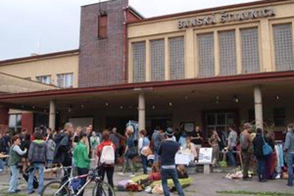 Priestor pre umenie a kultúru. Činnosť Banskej St a nice možno od septembra podporiť kúpou cestovného lístka.