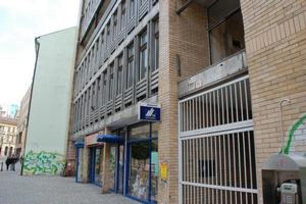 Budovu na Laurinskej ulici chce vlastník prestavať, plánuje tu aj kryt.