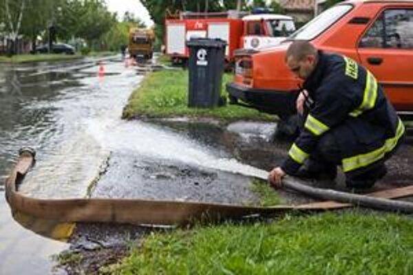 Situácia v bratislavských Vajnoroch je po niekoľkodňových dažďoch pokojnejšia.
