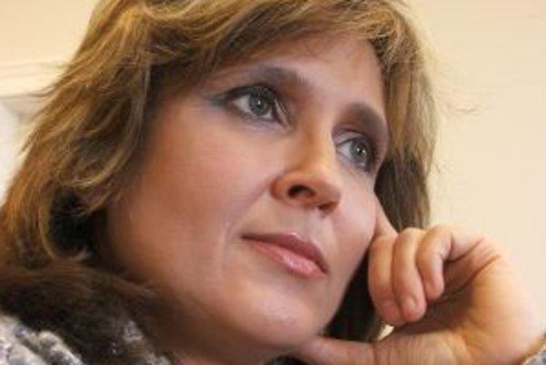 Tatiana Rosová je povolaním sociologička, v uplynulom volebnom období bola predsedníčkou Výboru NR SR pre vzdelanie, mládež, vedu a šport. V rokoch 1998 - 2006 bola poradkyňou predsedu vlády SR, predtým pracovala v oblasti výskumu v akademickej aj súkromn