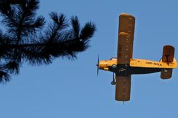 Mesto začalo s druhou vlnou postrekov proti komárom, kombinujú sa pozemné s leteckými. Letecké postreky robia dve lietadlá.