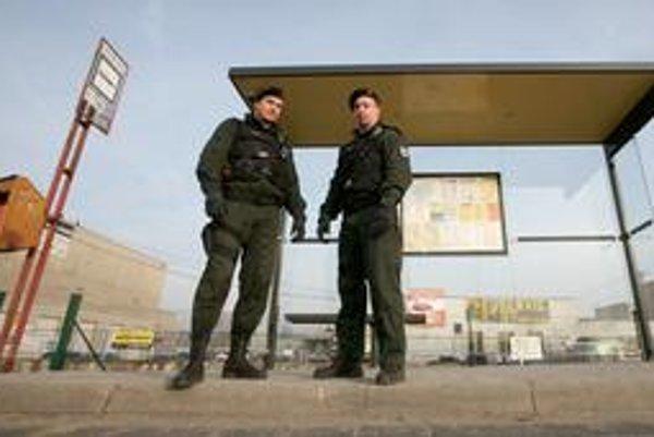 Polícia môže byť v prostriedkoch MHD pomerne rýchlo, vodič má v kabíne s ňou priame spojenie.