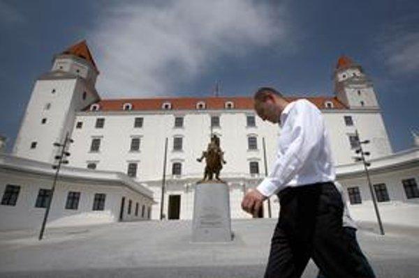 Richard Sulík už preveruje zmluvy medzi štátom a Váhostavom, ktorý rekonštruuje Bratislavský hrad. Z naplánovaných 15 miliónov eur tento rok už vyčerpali trinásť.
