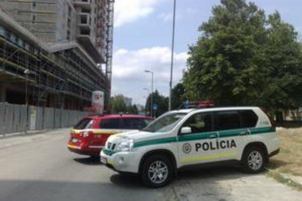Polícia, hasiči aj plynári dnes zasahovali na stavbe Retro.