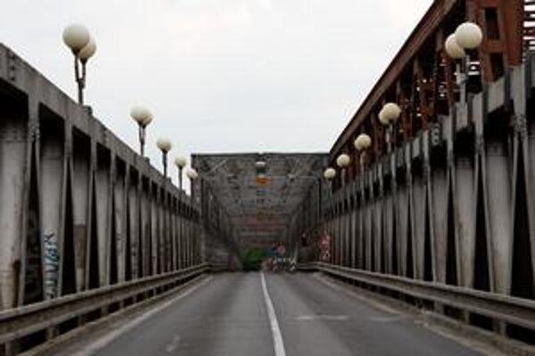 Starý most je stále uzavretý.