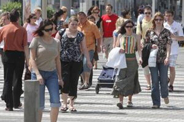 Prechody pre chodcov v Karlovke nanovo vymaľujú, pribudnú aj nové.