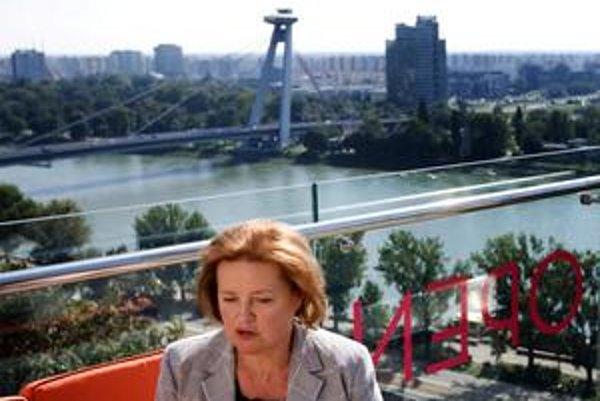 Magdaléna Vášáryová je kandidátkou pravice na primátorku v komunálnych voľbách. Budú s ňou súperiť Milan Ftáčnik a Alojz Hlina.
