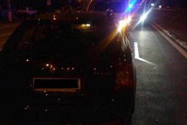 Civilné auto policajta v protismere išlo v sobotu nadránom po Saratovskej ulici.