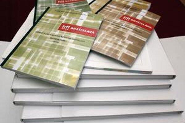 Územný plán je rozsiahly dokument. Jeho zmeny mali viac ako sto strán.