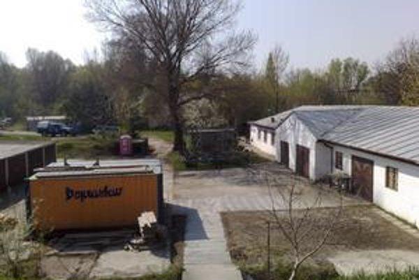Terajšia lodenica Karloveského športového klubu v dunajskej zátoke.
