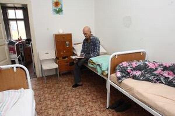 Pracovníci z Depaul v budove na Ivanskej ceste prijímajú aj takých, ktorých inde prichýliť nechcú.