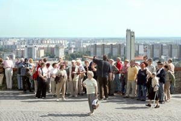 Najviac turistov prichádza do Bratislavy v lete a počas silvestrovských osláv. Na jar a na jeseň sem pritiahnu návštevníkov najmä kongresy. Tento rok to bude hlavne hokej.