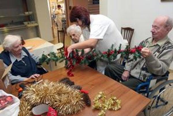 Domovy pre seniorov v Bratislave sú plné na niekoľko rokov dopredu.